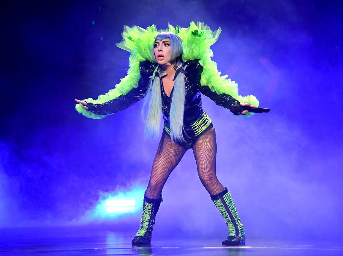 Леди Гага выступает на сцене во время AT&T TV Super Saturday Night в Майами, 2020 год