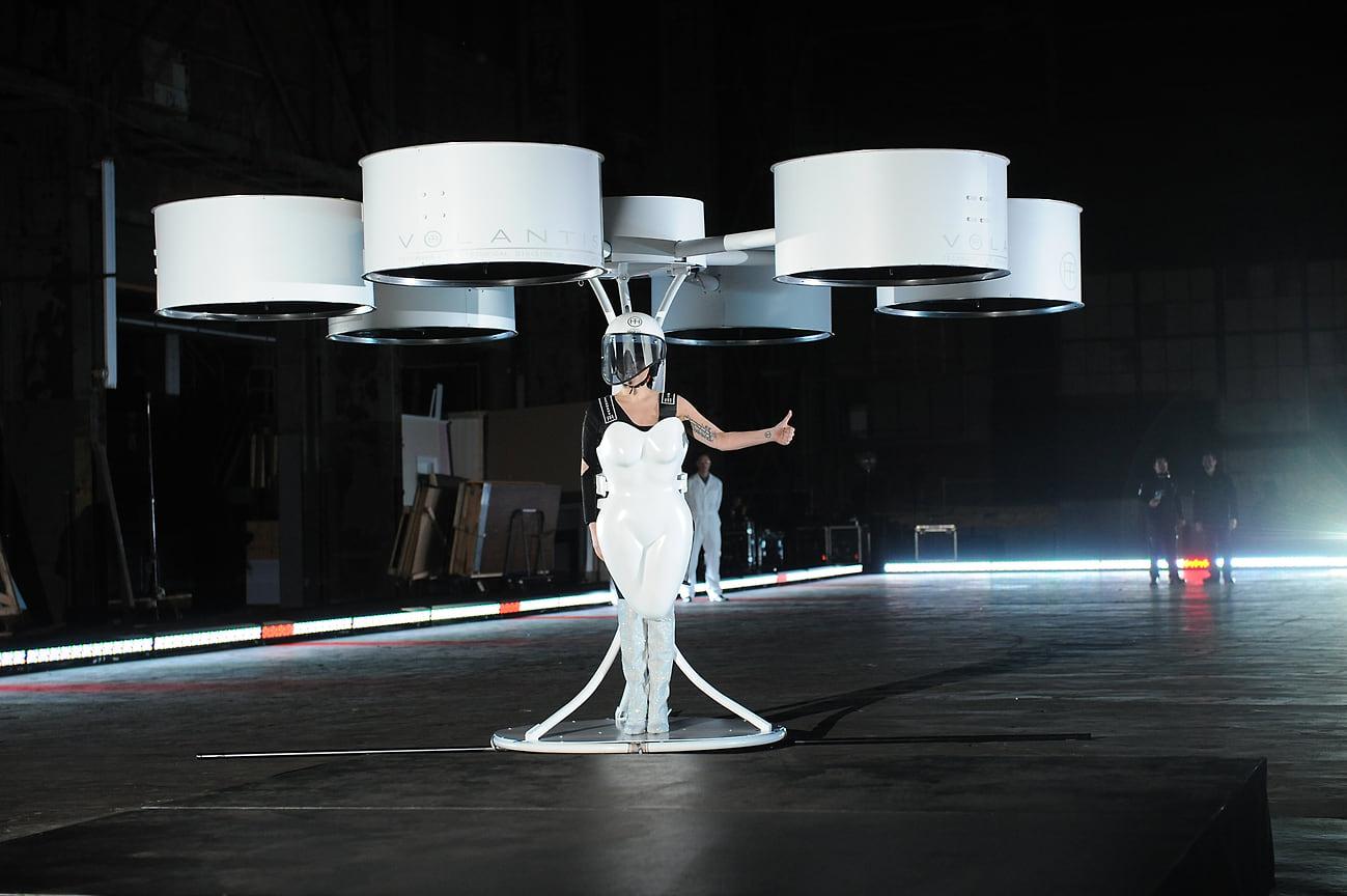 Леди Гага на мероприятии ArtRave по поводу выхода своего третьего студийного альбома Artpop, Нью-Йорк, 2013 год
