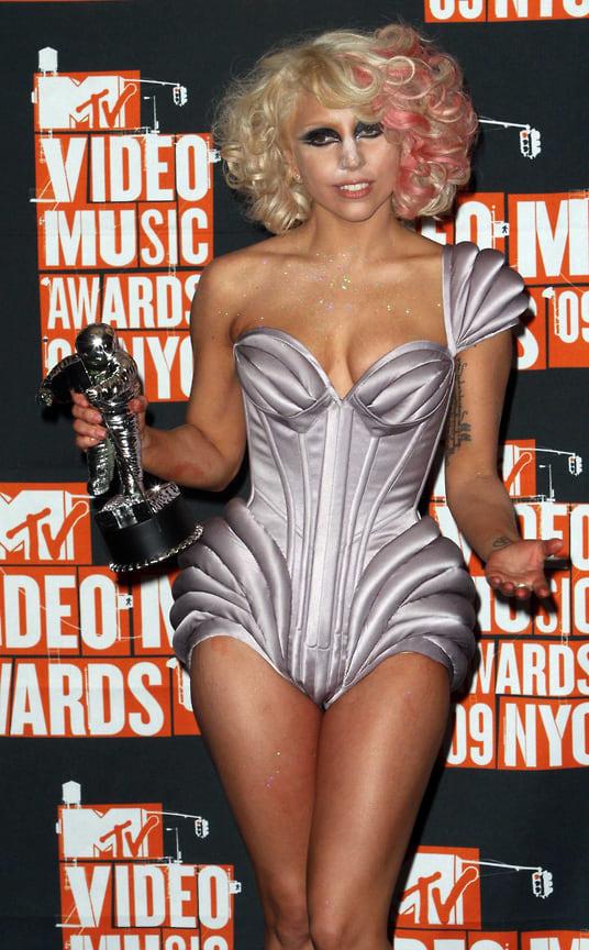 Леди Гага на 26-й церемонии вручения музыкальных наград MTV Video Music Awards в Radio City Music Hall, Нью-Йорк, 2009 год