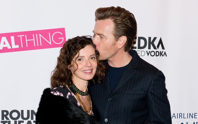 Юэн МакГрегор с женой Ив Мавракис на премьере спектакля по пьесе Тома Стопарда «Настоящая вещь» в театре American Airlines, Нью-Йорк, 2014 год