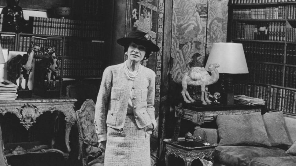 Габриэль Шанель в своей квартире в Париже на рю Камбон, 31, 50-е годы XX века