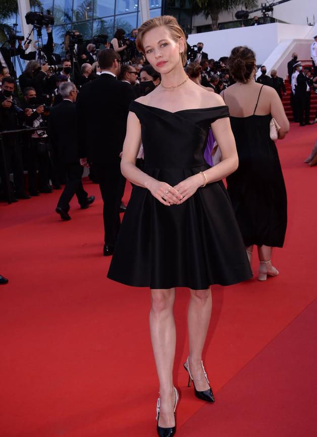 Российская актриса Светлана Устинова в черном платье Dior и украшениях Messika