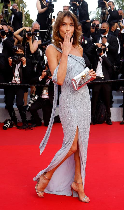Карла Бруни в платье Celine и украшениях Chopard