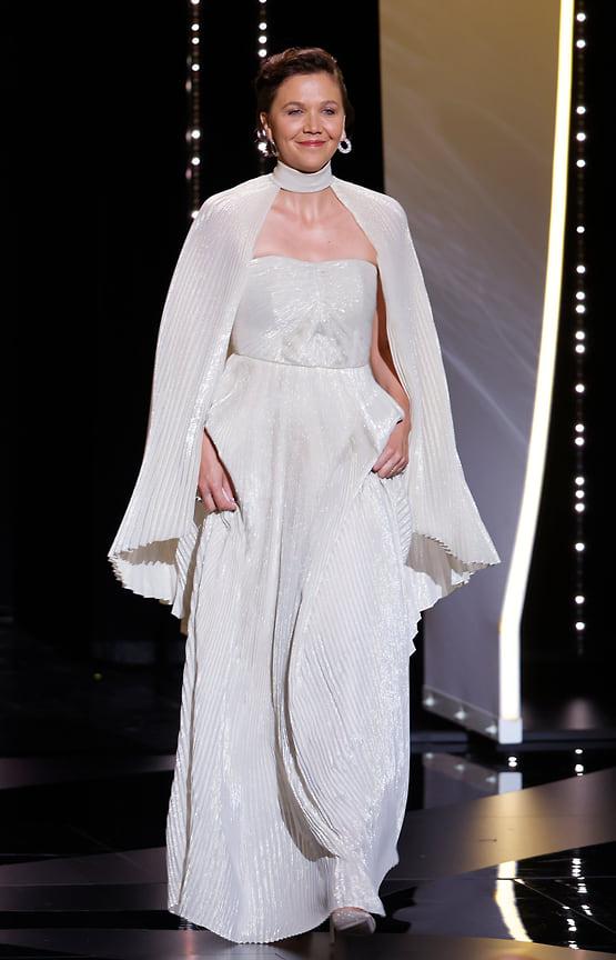 Актриса Мэгги Джилленхол, одна из членов жюри основного конкурса, вышла в платье Celine и украшениях Chopard