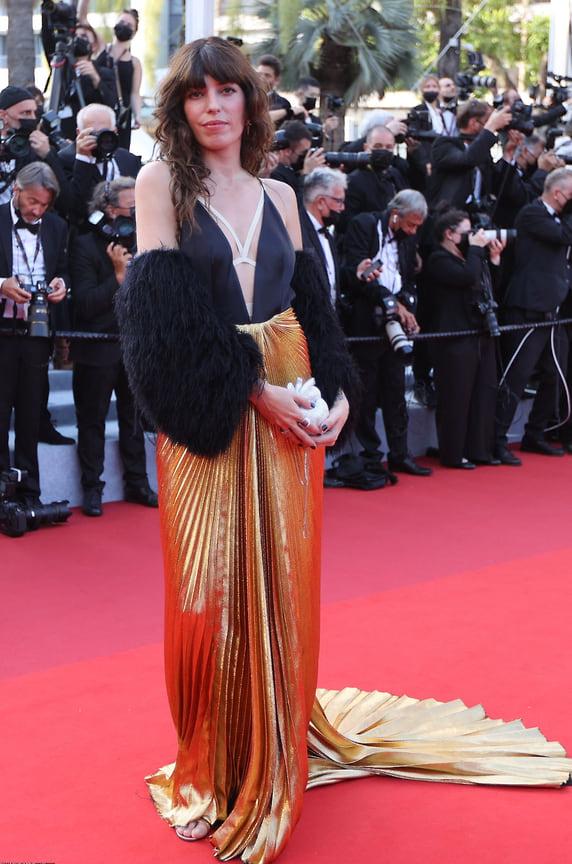 Актриса, модель и дочь Джейн Биркин, Лу Дуайон в платье Gucci с сумкой-сердцем
