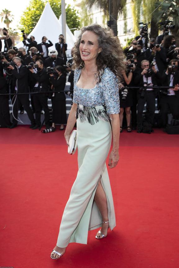 Актриса Энди Макдауэлл в платье Prada.