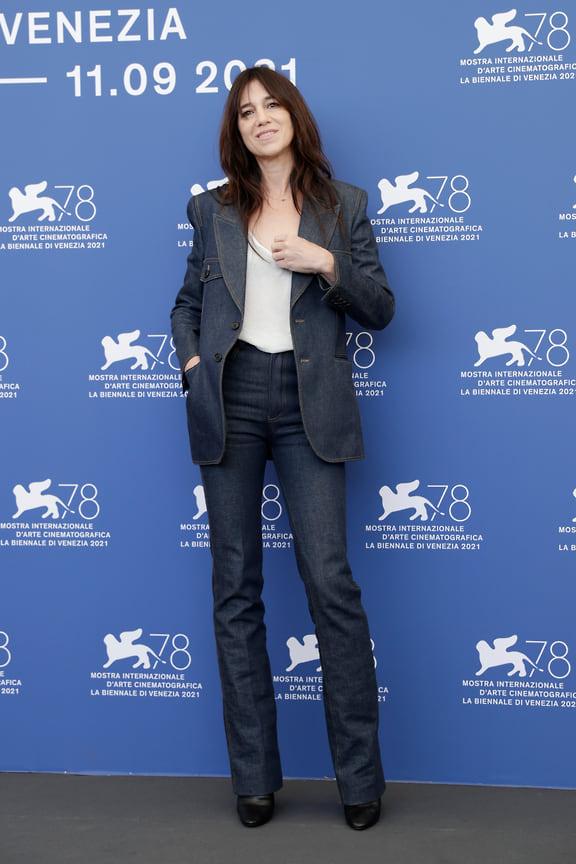 Президент жюри Венецианского фестиваля Шарлота Генсбур в Saint Laurent