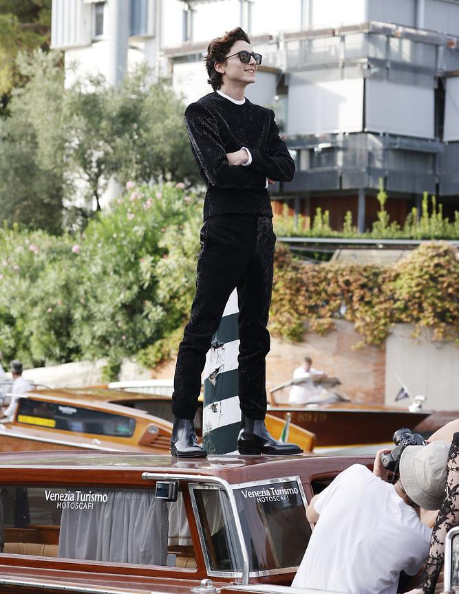 Тимоти Шаламе исправно подтверждает свой статус молодого актера, который отлично разбирается в моде. На фото Шаламе в костюме Haider Ackerman