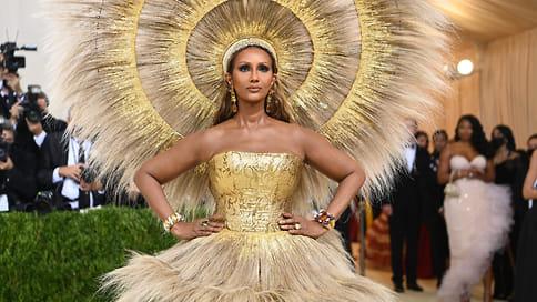 В Америке  / Лучшие украшения набалу Института костюма вНью-Йорке Met Gala 2021