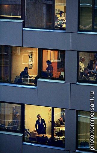 Чтобы продемонстрировать свое служебное рвение, офисные «пузыри» готовы засиживаться на работе допоздна