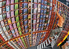 В США в обороте ведущих издательств электронные книги уже теснят бумажные