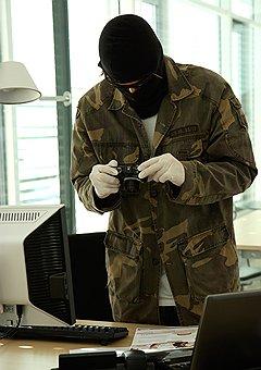 Для успешного разрешения дела клиента частный детектив должен иметь навыки не только сбора информации, но и тесного взаимодействия с силовыми структурами