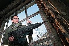 Корреспондент «Денег» Иван Ждакаев убедился, что мелкому предпринимателю лучше окна не изготавливать, а устанавливать