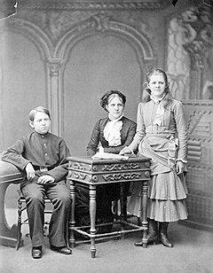 Отдав Ф. М. Достоевскому молодость и красоту, Анна Сниткина получила семью и опыт работы книгоиздателем и книготорговцем