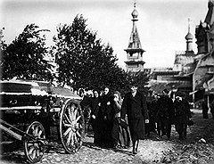 Получить в России право на любую собственность — от лавки до империи — женщина могла, только пережив или свергнув мужа