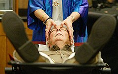 После погружения клиента в нужное состояние его можно убедить раскошелиться практически на любые магические процедуры