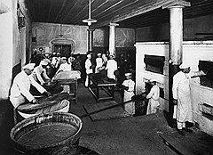 Использование отходов пекарен для выделки кваса делало их работу весьма доходной