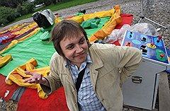 Оказавшись в полевых условиях, корреспондент «Денег» быстро понял, что на хорошую прибыль с игровой площадки стоит рассчитывать только при хорошей погоде