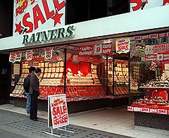 Король ювелирного рынка Джеральд Ратнер лишился трона из-за шутливых высказываний о примитивности вкуса его покупателей-подданных