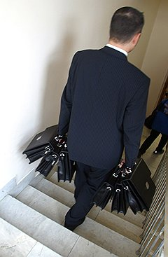 Случаи, когда из-за нарушения кодекса поведения должностное лицо лишалось портфеля, в России можно пересчитать по пальцам
