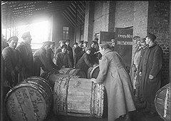 Во время войны цены на продовольствие росли из-за не обдуманных трезво повышений налогов и затеянного правительством протрезвления крестьян