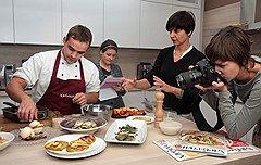 Приличный кулинарный журнал сегодня готовится не только в редакции, но и на собственной кухне