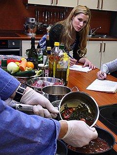 Зародившись как забава для «рублевских жен», кулинарные курсы постепенно стали доступны среднему классу
