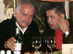 Николай Расторгуев (справа) и Никита Михалков заинтересованы в принятии закона не только как авторы проекта, но и как исполнители песен