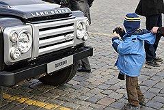 Благодаря популярности «уютной жежешечки» Артемия Лебедева теперь даже детям известно, что Land Rover — автомобиль, не самый подходящий для дальних этнографических экспедиций