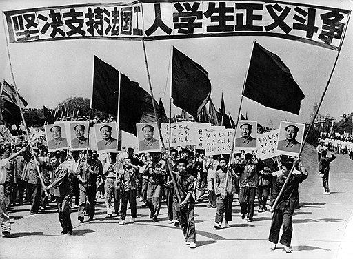 При Мао Цзэдуне у хунвейбинов была свобода слова, свобода печати, свобода собраний и свобода бить всех, кто подвернется под руку