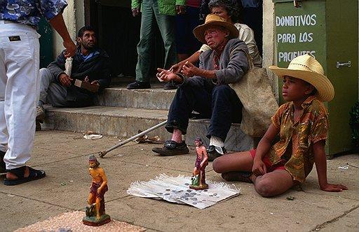 По версии властей Кубы, кубинцы устали не от невыносимой нищеты, а от независимых блогеров