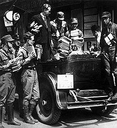 Нацисты быстро научили немцев не читать немецких газет и книг