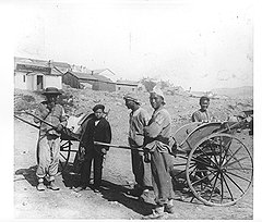 Тем быстроногим парням, которым не хватило даже работы рикши, не оставалось ничего другого, как бежать на заработки в Россию