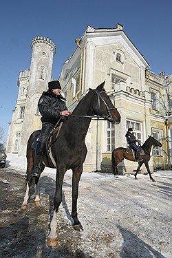 В Константиновском дворце — не только залы для официальных встреч, но и рабочий кабинет президента
