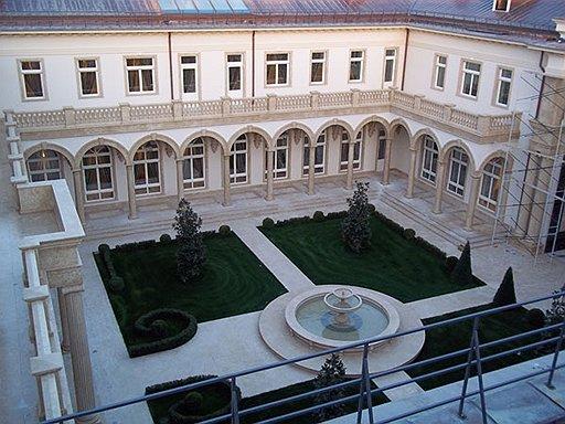 Новую волну интереса к собственности высших чиновников подняла информация  о «дворце Путина»  стоимостью $1 млрд  в Прасковеевке