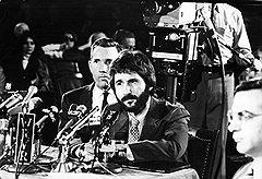 По мнению большинства нью-йоркских полицейских, коп-стукач Фрэнк Серпико заслуживал некролога, а не биографического фильма
