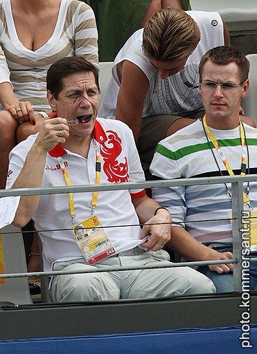"""Вице-премьер Александр Жуков с сыном Петром, членом наблюдательного совета банка """"Унифин"""""""