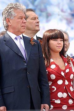 Губернатор Саратовской области Павел Ипатов с дочерью Анной, руководителем санаторных комплексов на Черноморском побережье