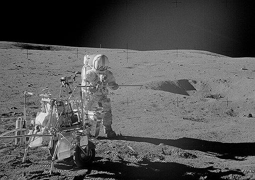 Как истинный миллионер, Алан Шепард использовал лунную поверхность в качестве поля для игры в гольф