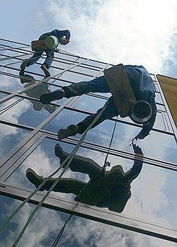 Чем выше уровень жизни, тем больше доплата за вредную и опасную работу