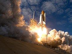 Закрыв программу Space Shuttle, Америка не сможет без помощи России оказаться в космосе как минимум до 2016 года