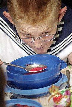 """Цель очередной реформы школьного общепита — перевести всех учеников на """"бортовое"""" питание"""