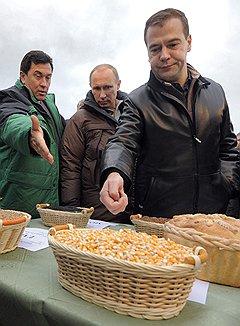Ставропольским крестьянам президент и премьер пообещали увеличить кредитование под залог зерна