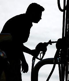 Подорожавший в прошлом году на 15% бензин в обозримом будущем будет стоить еще на 10% больше