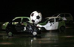 Зрители московского шоу обязательно увидят футбол в исполнении автомобилей, чем бы это ни обернулось для машин
