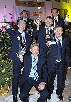 Переехав в Москву, Аблязов обзавелся очень приличными знакомствами (на фото — с министром финансов Алексеем Кудриным, зампредом ЦБ Алексеем Улюкаевым, банкирами Александром Соболем, Леваном Золотаревым; 2006 год)