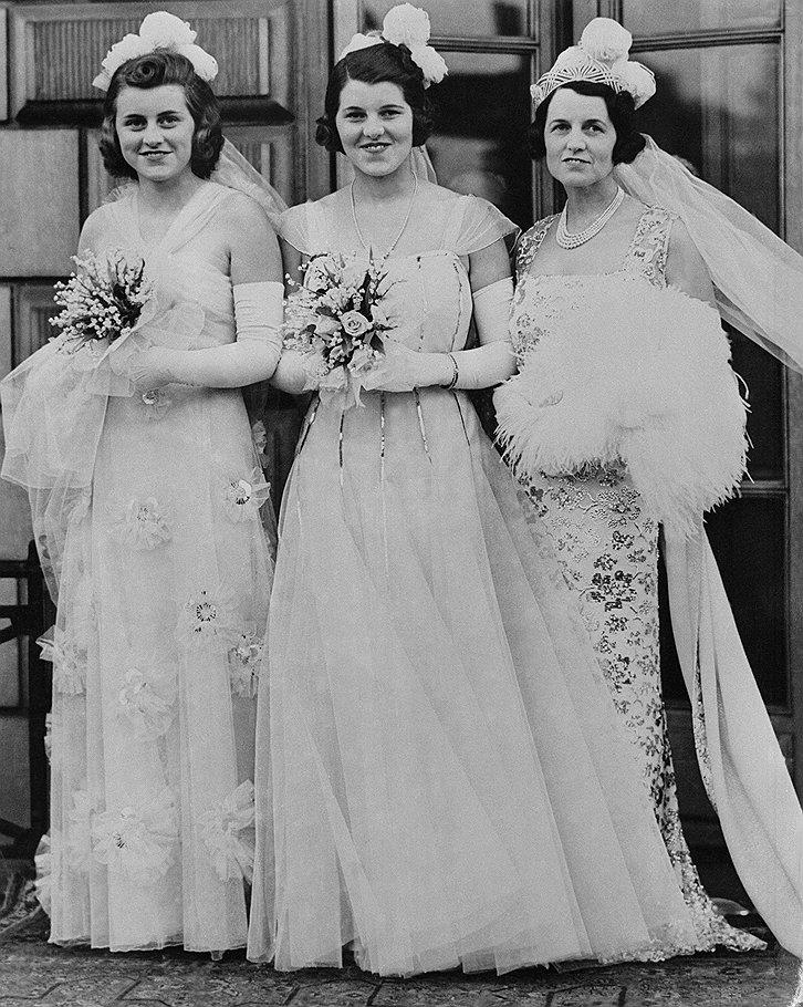 Сестра будущего президента США Розмари (на фото — в центре) до лоботомии не думала о репутации своей семьи, а после лоботомии перестала думать вообще