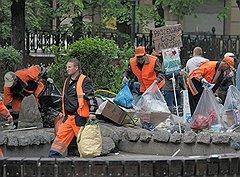 """Хотя в лагере """"Оккупай Абай"""" был налажен раздельный сбор мусора, власти сочли, что оппозиция использует грязные методы"""