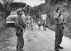Майк Хор (справа) успел побывать бухгалтером, солдатом, торговцем и охотником. В наемническом бизнесе ему помогли все его профессиональные навыки