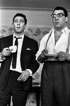 В отличие от Ронни (справа), чьи патологии со временем только увеличивались, Реджи сохранил и спортивную форму, и рассудок